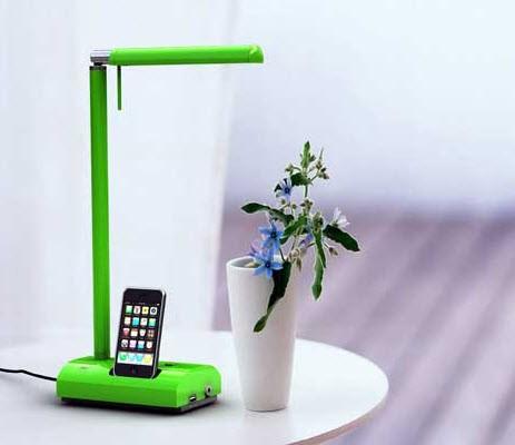 iPads und Notebooks an der Lampe aufladen