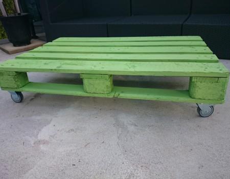 Salontisch für den Garten aus einer Palette gestalten
