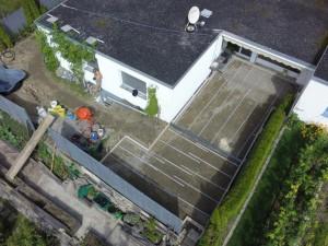 Sicht von oben auf die Terrasse armiert