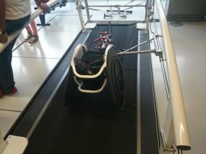 Laufband-Rollstuhl