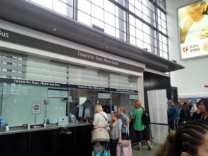 Ticketschalter am Flughafen