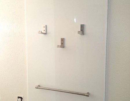 Garderobe aus IKEA-Utensilien
