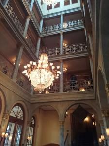 Eingang-Grand-Hotel-Les-Trois-Rois-Basel