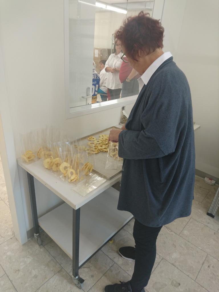 Apfelringe wieder an Besucher Arwo Stiftung Fislisbach